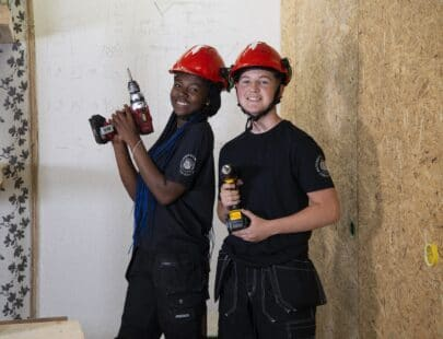 Två elever på Bergstrands Gymnasium Bygg och anläggning